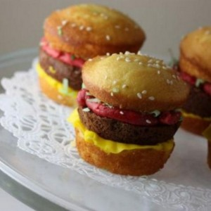 HAMBURGER cupcake