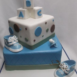 gâteau chaussure de gym bébé shower / Baby Shower two tier cake gym shoe
