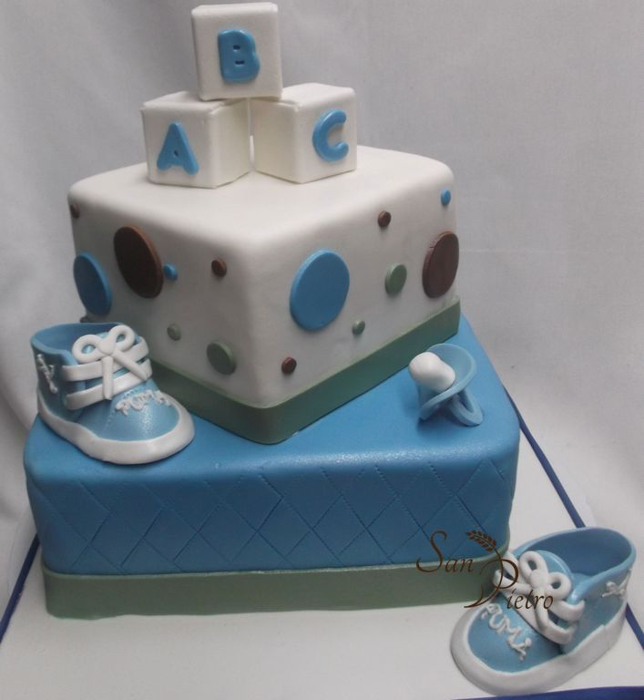 gteau chaussure de gym bb shower baby shower two tier cake gym shoe