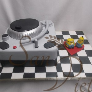Dj Minion Cake