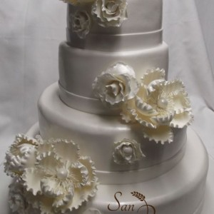 Ivoires et fleurs gâteau / Ivory and Flowers Wedding cake