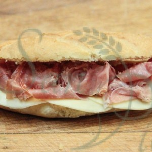 sandwich au prosciutto et au fromage / sandwich prosciutto and cheese